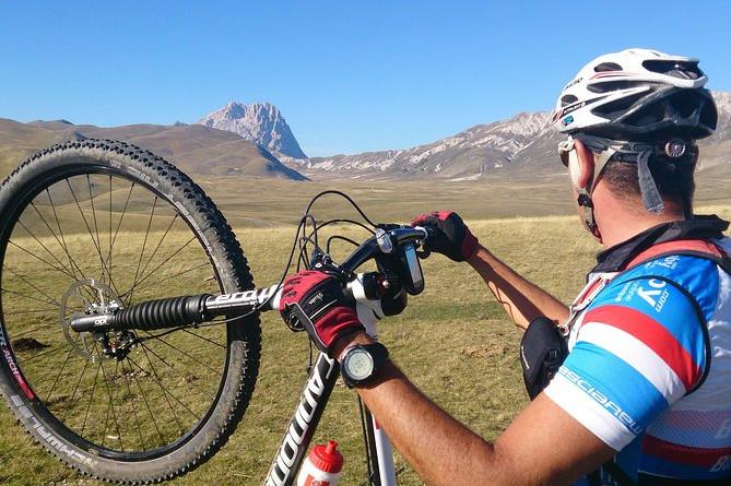 Oplev Abruzzo: Cykeltur til de 3 søer Racollo og Campo Imperatore