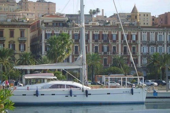 Sejlbådudflugt i Cagliari-bugten, der afgår fra Cagliari-havnen