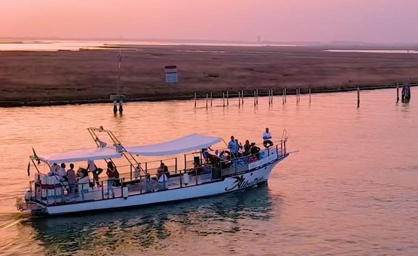 Tramonto & Bollicine  Sunset on board
