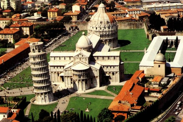 Tour Piazza dei Miracoli and the historic center