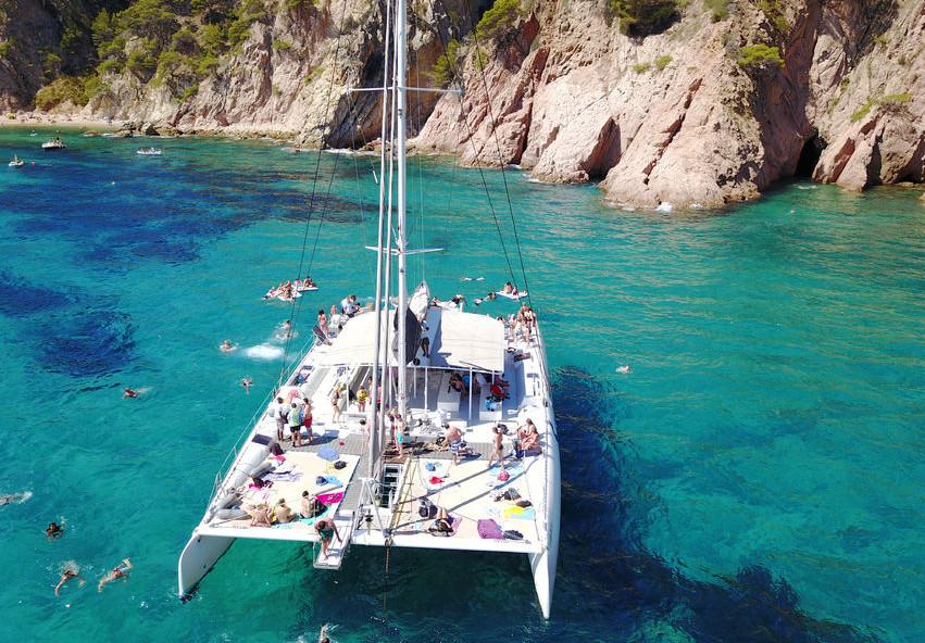 Lloret de Mar: Catamaran Sejlserfaring med BBQ frokost